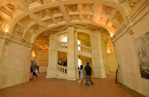 シャンボール城二重らせん階段の写真素材 [FYI03383877]