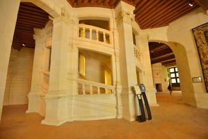 シャンボール城二重らせん階段の写真素材 [FYI03383887]