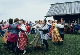 カレリアの民族舞踊の写真素材 [FYI03384329]
