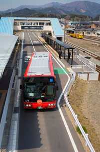JRバス専用道(盛駅)の写真素材 [FYI03384799]