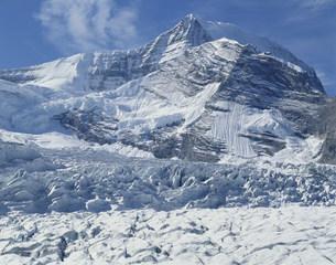 ロブソン氷河とロブソン山 マウントロブソン州立公園の写真素材 [FYI03385056]