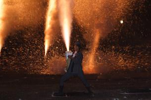 夜更けの煙火奉納 羽田八幡宮例大祭の写真素材 [FYI03385070]