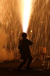 羽田八幡宮例大祭の奉納煙火の写真素材 [FYI03385085]