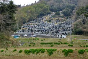 春彼岸の墓所の写真素材 [FYI03385237]