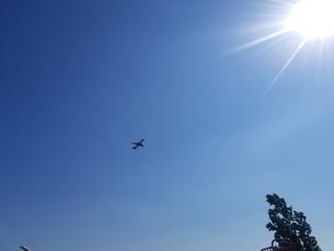 飛行機と太陽の写真素材 [FYI03385596]