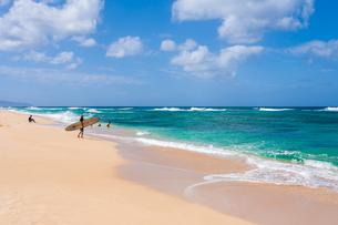 ハワイの波と青空の写真素材 [FYI03386138]