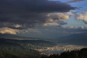 諏訪湖の夕焼けの写真素材 [FYI03386752]