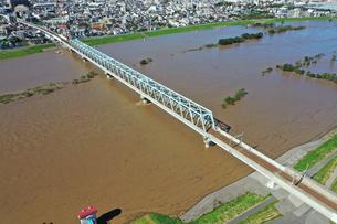 台風で増水した江戸川の写真素材 [FYI03386898]