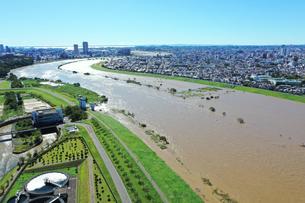 台風で増水した江戸川の写真素材 [FYI03386899]