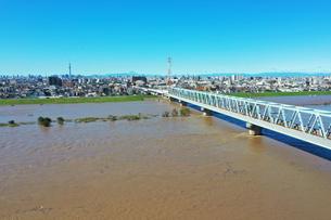 台風で増水した江戸川の写真素材 [FYI03386900]