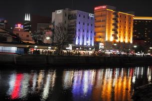 2月 博多の中洲屋台 夜の賑わいの写真素材 [FYI03387069]