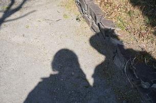二人の影の写真素材 [FYI03387725]