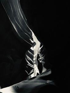 アンテロープ渓谷の翼(モノトーン)の写真素材 [FYI03388122]