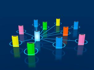 集中連絡網のカラフルなスマホ連携のイラスト素材 [FYI03388278]