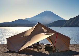 富士山 キャンプの写真素材 [FYI03388393]