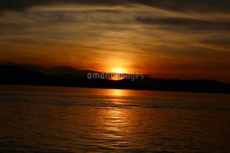 沈む太陽の写真素材 [FYI03389090]