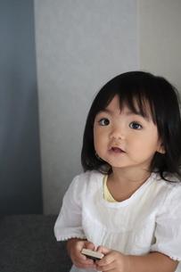 微笑む女の子の写真素材 [FYI03389108]