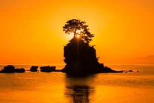 雨晴海岸の朝日の写真素材 [FYI03389394]