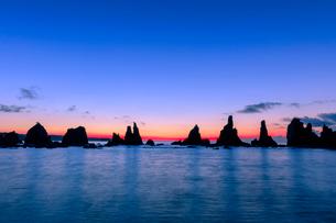 橋杭岩の朝の写真素材 [FYI03389570]