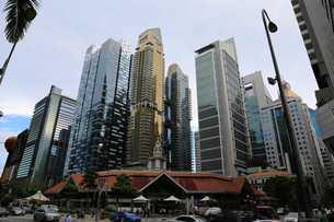 シンガポール ダウンタウン 街並み 高層ビル ビル群 オフィスビルの写真素材 [FYI03389877]