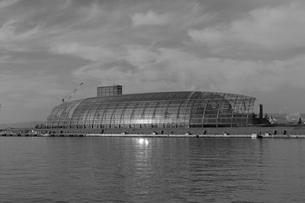 小名浜港 日本 福島県 いわき市 水族館 モノクローム ガラス 建築 アクアマリンの写真素材 [FYI03389914]