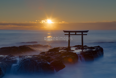 神磯の鳥居 日本 茨城県 東茨城郡の写真素材 [FYI03389941]