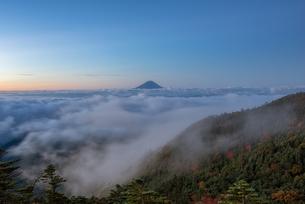 国師ヶ岳 日本 山梨県 山梨市の写真素材 [FYI03390213]