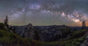 Yosemite Village アメリカの写真素材 [FYI03390246]