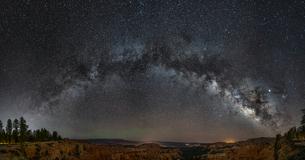 ブライスキャニオン アメリカ合衆国 ユタ州 ガーフィールドの写真素材 [FYI03390354]