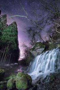 元滝伏流水(もとたきふくりゅうすい) 日本 秋田県 にかほ市の写真素材 [FYI03390415]
