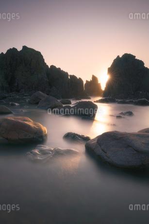 夕焼け 海岸の写真素材 [FYI03390435]