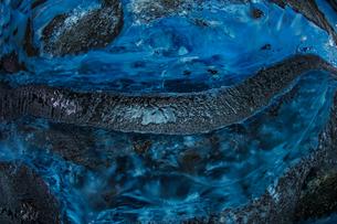 アイスランド・氷の洞窟(ヴァトナヨークトル)の写真素材 [FYI03390855]