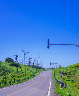 北海道 自然 風景 一本道と青空の写真素材 [FYI03390934]