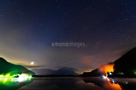 精進湖 の写真素材 [FYI03390958]