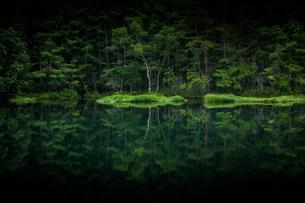 御射鹿池 日本 長野県 茅野市の写真素材 [FYI03391027]