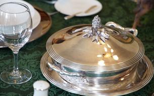 テーブルの食器の写真素材 [FYI03391903]