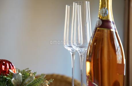 洋酒ボトルとグラスの写真素材 [FYI03391969]