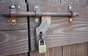 倉庫の入り口のドアの写真素材 [FYI03391997]