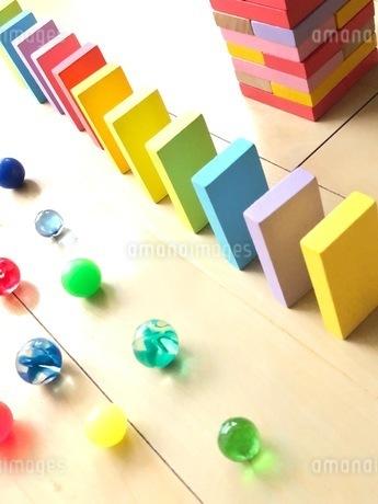 カラフルおもちゃの写真素材 [FYI03391999]
