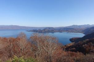 発荷峠から十和田湖を一望の写真素材 [FYI03392032]