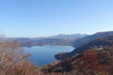 発荷峠から十和田湖を一望の写真素材 [FYI03392033]