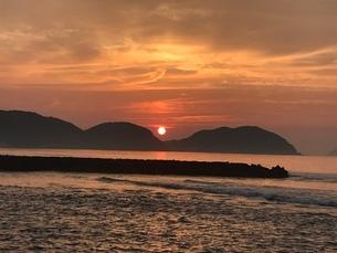 夏の夕日の写真素材 [FYI03392154]