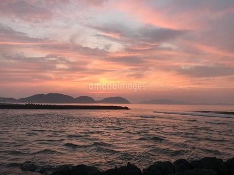 夏の夕日の写真素材 [FYI03392155]