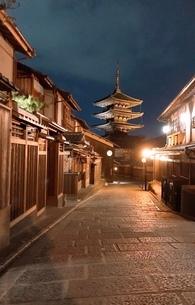 夜の街 京都の写真素材 [FYI03392217]