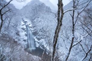 冬の秋保大滝 日本 宮城県 仙台市の写真素材 [FYI03392403]