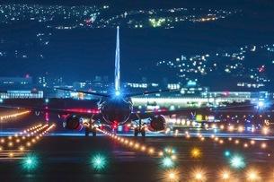 伊丹空港 千里川堤防 日本 大阪府 豊中市の写真素材 [FYI03392887]