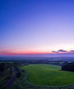 北海道 自然 風景 サロベツ原野の夕暮れの写真素材 [FYI03392973]