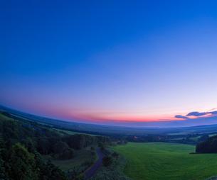 北海道 自然 風景 サロベツ原野の夕暮れの写真素材 [FYI03392975]