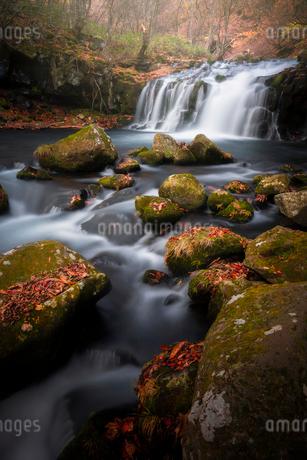 蓼科大滝 の写真素材 [FYI03393067]