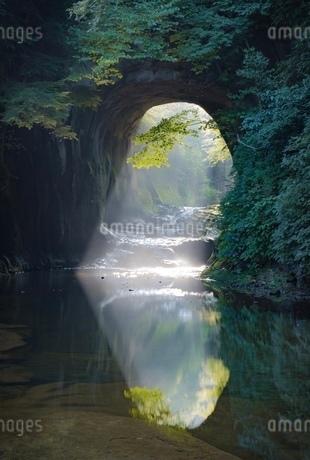 亀岩の洞窟 日本 千葉県 君津市の写真素材 [FYI03393275]